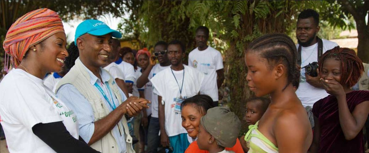 "Acting mayor visits community members to discuss ""Operation Stop Ebola!"", Liberia.  Photo UNMEER/Martine Perret"